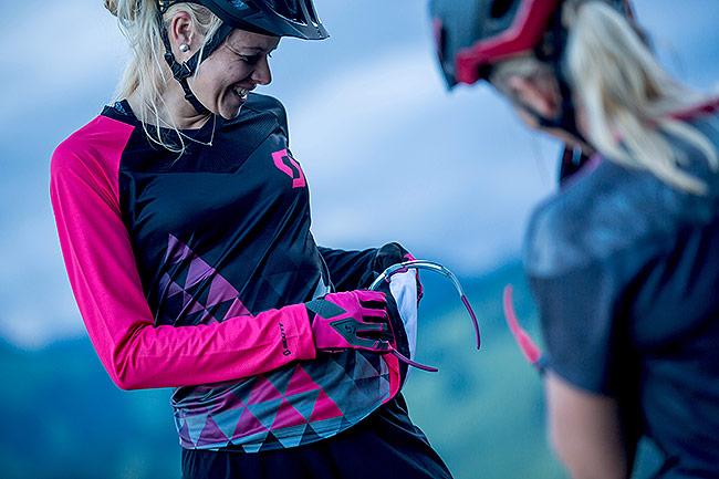 Zweirad-Fuhr-Sports-Zubehoer-Bekleidung